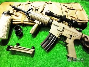 【翔準國際AOG】S&T 七套件 M4A1沙漠風暴 半金屬電槍(3-9X32狙擊鏡+槍袋+魚骨片+握把+3000發BB彈+罐子+M4A1電槍)