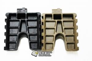 【翔準軍品AOG】ABS-魚骨/彈力握把用 腳架 塑膠材質 延伸 魚骨 側邊 夾具 黑/沙 C0240A