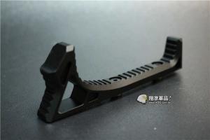 【翔準軍品AOG】 ㄇ形 魚骨 金屬 握把 黑色 快拆 特戰 特色 C0226GAA